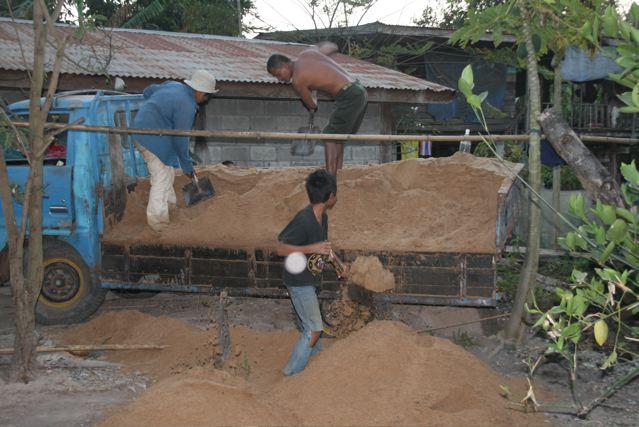 shovelling-sand