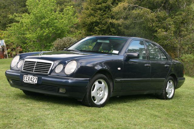 Mercedes Benz E240 2