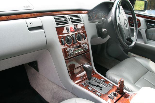 Mercedes Benz E240 3