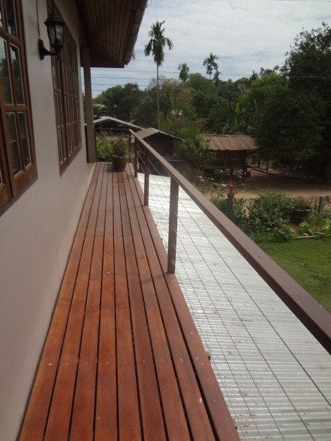 building a steel balcony railing in Thailand